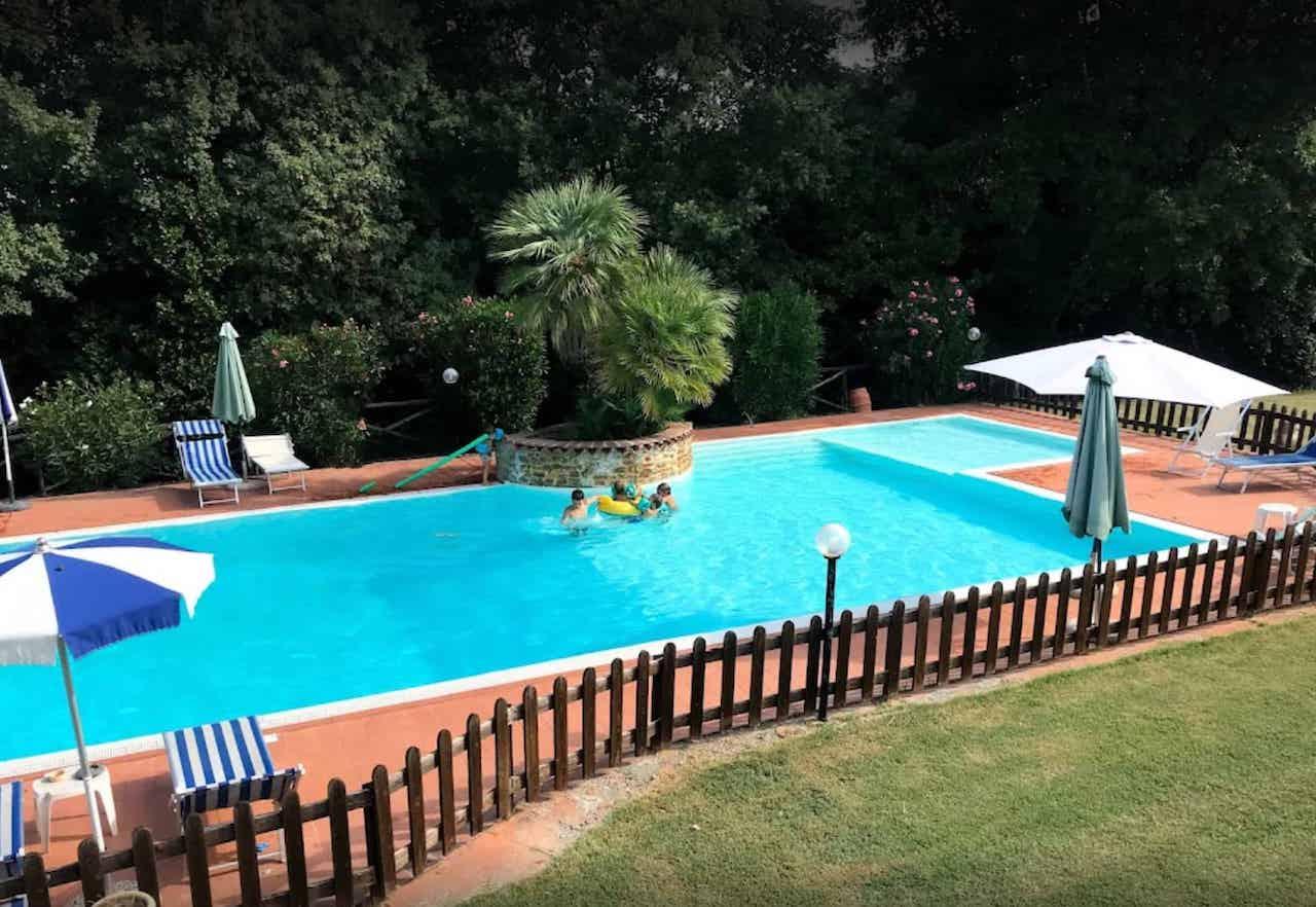 agriturismo swimming pool toscana